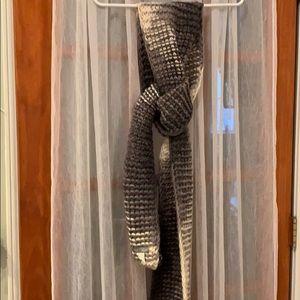 Gray gradient wool scarf